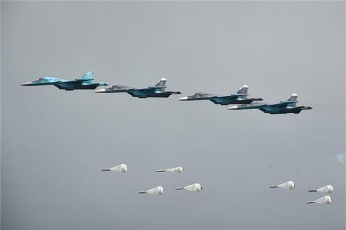 May bay nem bom, ban rocket cuc suong mat o cuoc thi phi cong quan su-Hinh-7