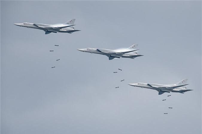 May bay nem bom, ban rocket cuc suong mat o cuoc thi phi cong quan su-Hinh-8