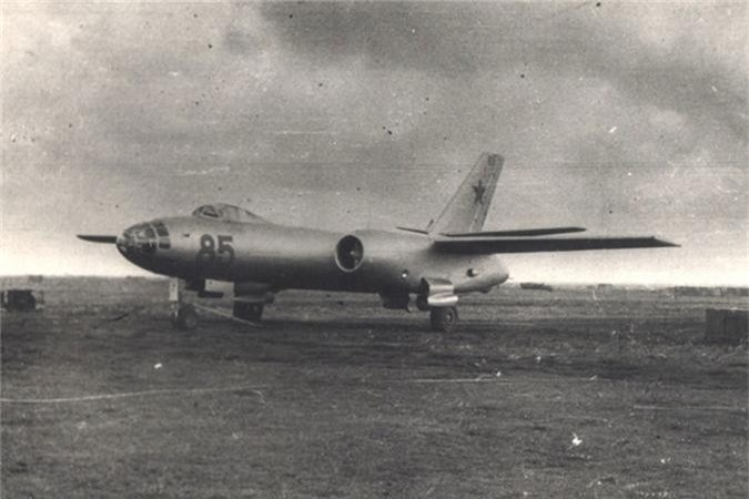 Di tim may bay nem bom dau tien cua Khong quan Viet Nam-Hinh-3