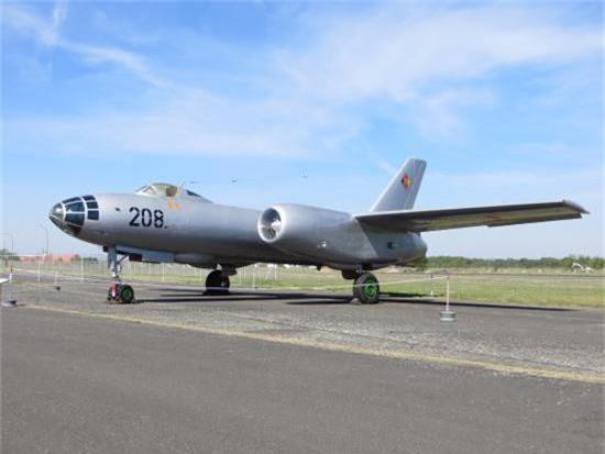 Di tim may bay nem bom dau tien cua Khong quan Viet Nam-Hinh-9