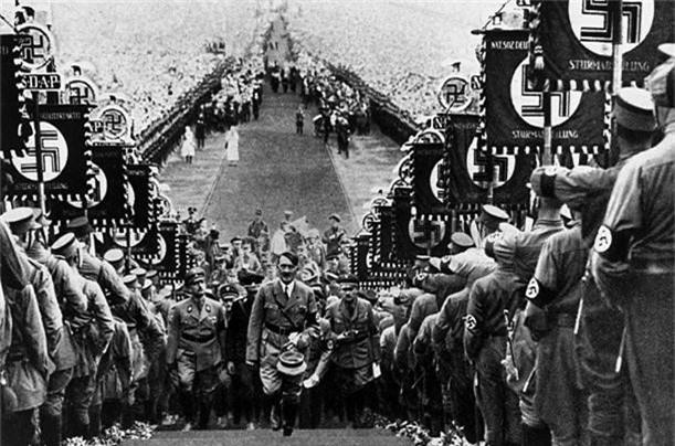 Vi sao trum phat xit Hitler ghet cay ghet dang loai ngua?-Hinh-9