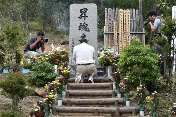 Vụ tai nạn máy bay thảm khốc khiến hơn 500 người tử nạn ở Nhật Bản và cái cúi đầu xin lỗi trong nước mắt của vợ phi công trưởng đã thiệt mạng-11