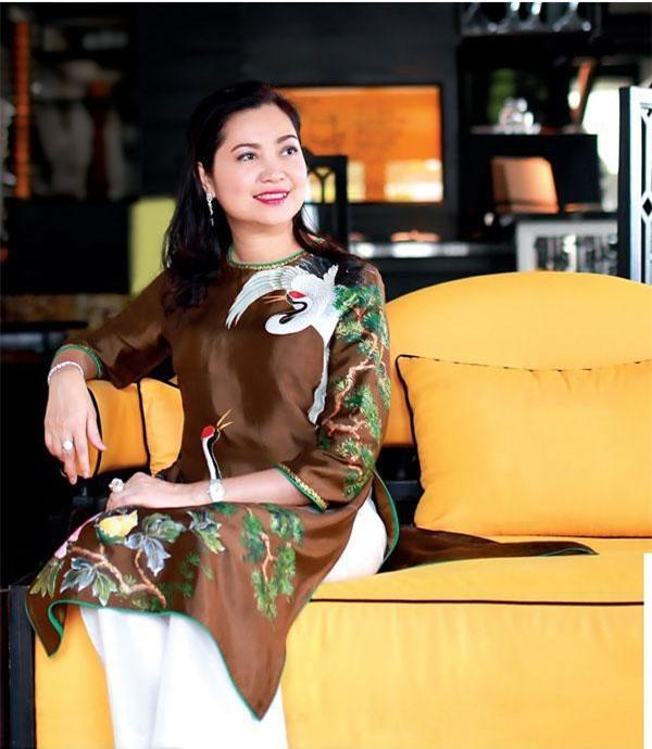 Yêu cái đẹp và đam mê với thời trang áo dài truyền thống, Doanh nhân Phùng Thị Thu Thủy đã sáng lập thương hiệu thời trang áo dài Peony với mong muốn đưa nét đẹp nữ tính của áo dài Việt Nam đến gần hơn với tất cả mọi người và đi vào cuộc sống hiện đại. Ảnh: http://ngaymoisaigon.com