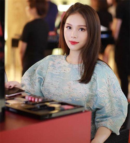 Cô nàng là một trong những hot girl tài năng ở Hà thành.