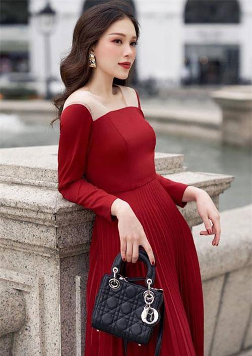 Phương Linh từng tham gia các cuộc thi dành cho giới trẻ như Miss Cuxi 2010, HHT Icon 2007, Miss Teen 2010...