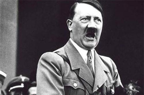 Là nhà độc tài khét tiếng lịch sử, trùm phát xít Hitler được bộ máy tuyên truyền của Đức quốc xã xây dựng hình ảnh là nhà lãnh đạo yêu động vật.