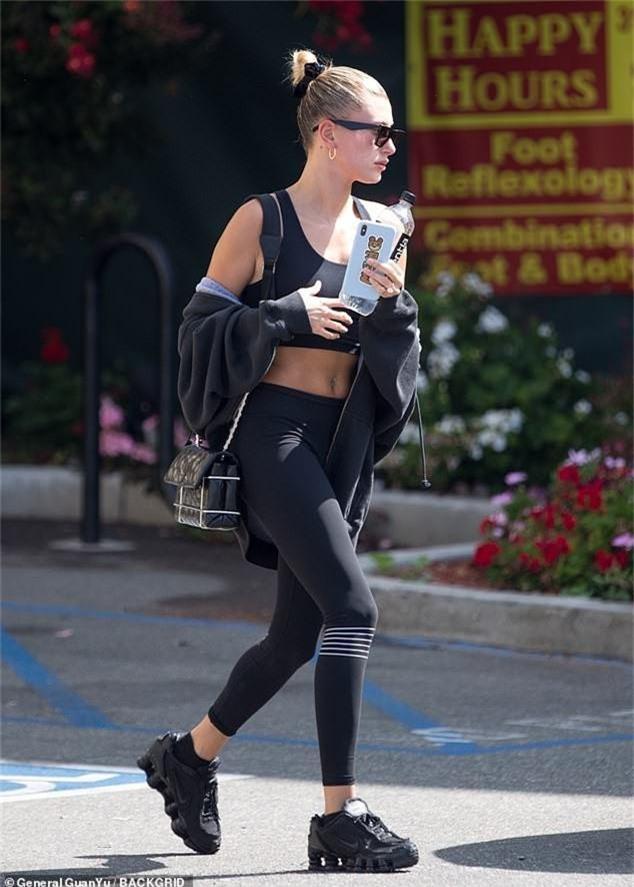 2 chân dài 9X hot nhất Hollywood Kendall và Hailey đọ body: Mặc đồ thể thao thôi có cần phải nuột thế không? - Ảnh 2.