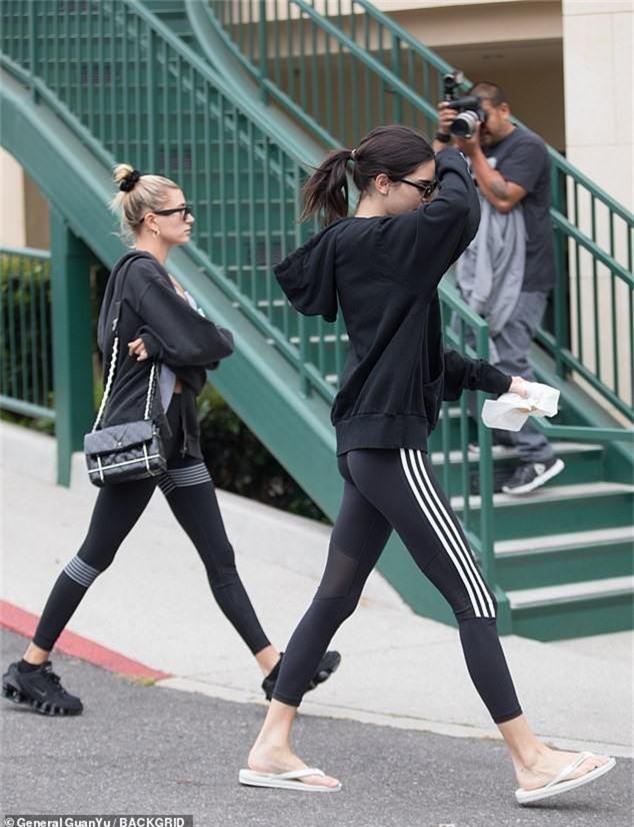 2 chân dài 9X hot nhất Hollywood Kendall và Hailey đọ body: Mặc đồ thể thao thôi có cần phải nuột thế không? - Ảnh 6.