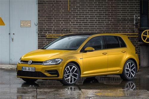 3. Volkswagen Golf (doanh số: 35.523 chiếc).