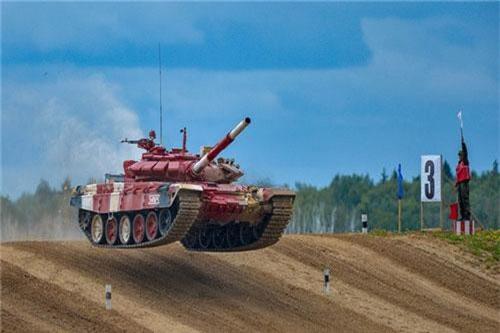 T-72B3 được trang bị cho đội tuyển xe tăng Việt Nam và các đội tuyển khác tại đấu trường Tank Biathlon - Army Games 2019, là phiên bản nâng cấp toàn diện của chiếc T-72B bản tiêu chuẩn. So với thế hệ tiền nhiệm, T-72B3 được cải thiện gần như tất cả các đặc tính chiến đấu cơ bản. Ảnh: Bộ Quốc phòng Nga.