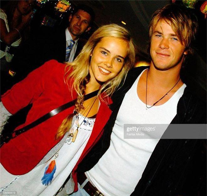 Không kém Miley, Liam Hemsworth cũng nhanh chóng tìm đối tượng mới, ai dè lại là tình cũ của anh ruột Chris Hemsworth? - Ảnh 2.