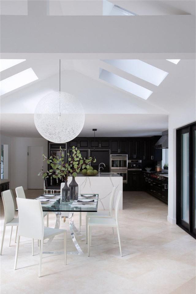 Mẫu đèn hình cầu cỡ lớn đặc biệt thích hợp với những không gian sống mang phong cách hiện đại.