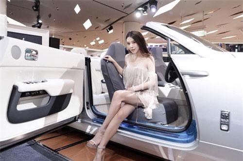Kanpaibool có sở thích kinh doanh, thời trang và đam mê siêu xe. Do vậy, cô chăm chút cho những chiếc xe của mình khá kỹ càng.