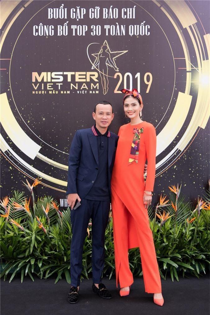Từ trái sang, Chuyên gia đào tạo - Phúc Nguyễn, Miss Universe Việt Nam 2013 - Trương Thị May