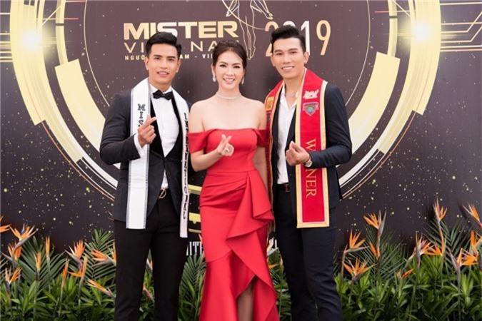 Từ trái sang, Mister Internationak - Trịnh Bảo, Diễn Viên, người mẫu - Anh Thư,Trưởng BTC, Manhunt International - Trương Ngọc Tình