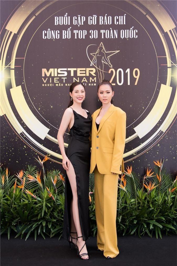 Từ trái sang, Nữ hoàng trang sức - Mỹ Duyên, Hoa hậu biển Việt Nam toàn cầu - Kim Ngọc