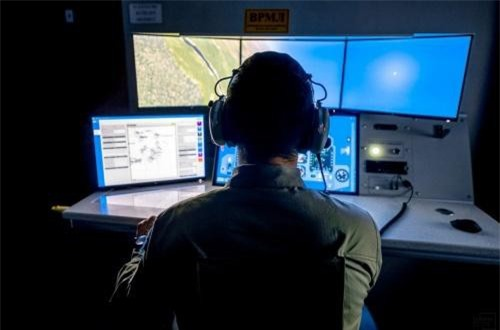 Cũng theo vị này, trình giả lập giúp hoàn thành 50-60% khóa đào tạo bay Su-30SM. Ảnh: Informburo