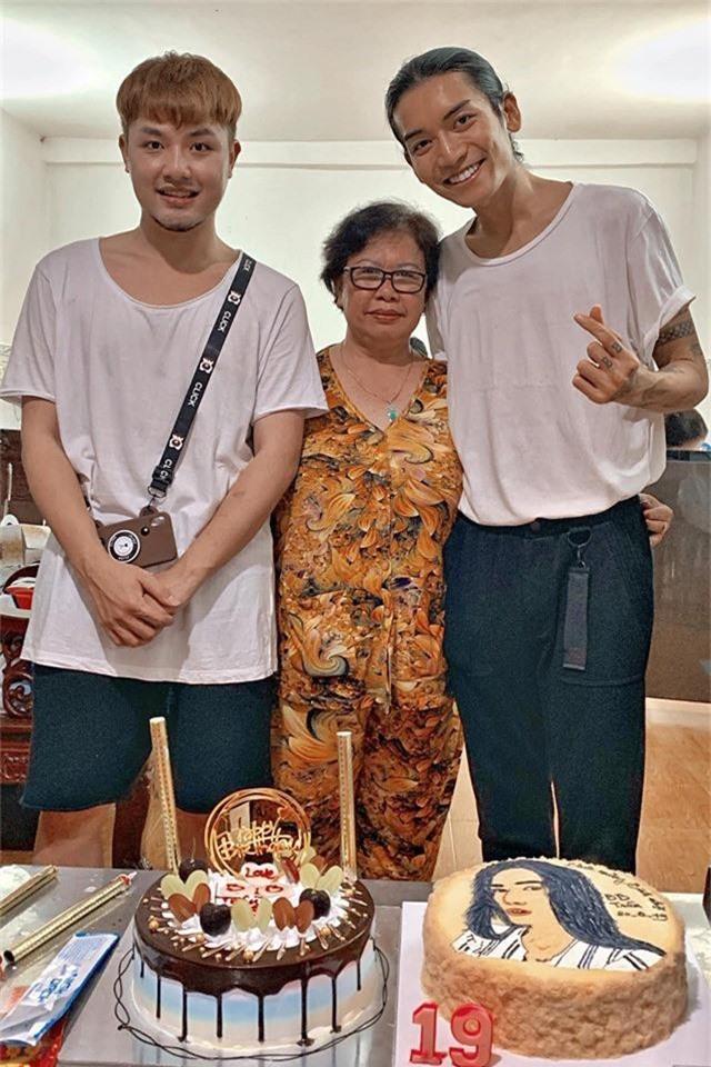 BB Trần cùng người yêu diện đồ đôi, hạnh phúc đón tuổi mới bên cạnh đại gia đình - Ảnh 4.