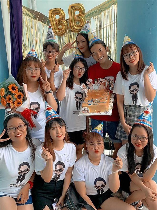 BB Trần cùng người yêu diện đồ đôi, hạnh phúc đón tuổi mới bên cạnh đại gia đình - Ảnh 6.