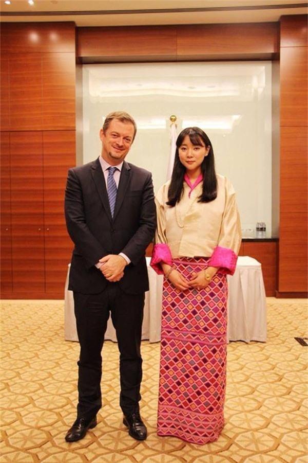 Chân dung thần tiên tỷ tỷ của Hoàng gia Bhutan, nàng công chúa tài sắc vẹn toàn, làm điên đảo cộng đồng mạng trong suốt thời gian qua-3