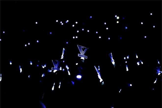 Chẳng thua kém gì các idol Hàn Quốc, ca sĩ Việt cũng sở hữu những lightstick độc đáo khiến FC phổng mũi tự hào - Ảnh 13.