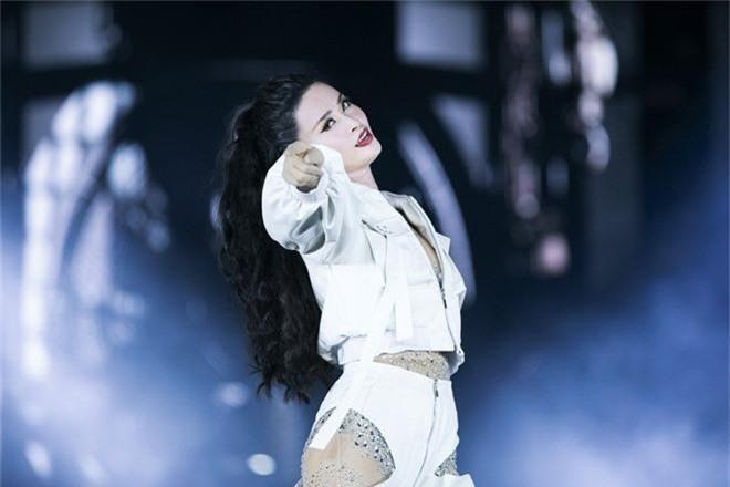 Chẳng thua kém gì các idol Hàn Quốc, ca sĩ Việt cũng sở hữu những lightstick độc đáo khiến FC phổng mũi tự hào - Ảnh 15.