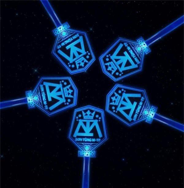 Chẳng thua kém gì các idol Hàn Quốc, ca sĩ Việt cũng sở hữu những lightstick độc đáo khiến FC phổng mũi tự hào - Ảnh 2.