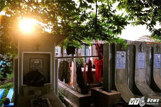 Giai ma su that 'oan hon hat cai luong' trong nghia trang Binh Hung Hoa hinh anh 3