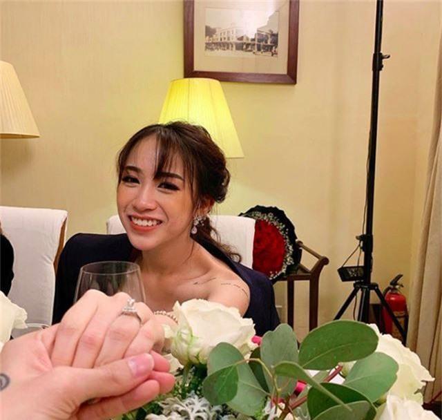 Joyce Phạm - ái nữ của đại gia ngành nhựa khoe nhẫn kim cương và váy cưới - 1