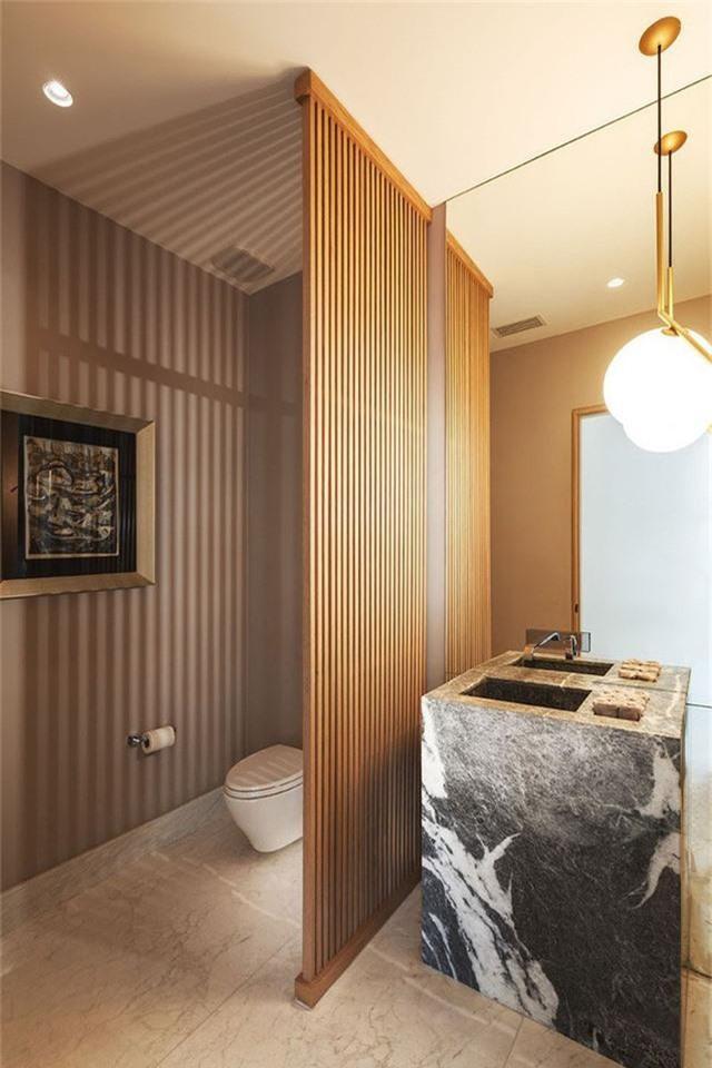 Vách ngăn gỗ tạo điểm nhấn ấn tượng.
