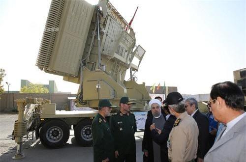 Radar được giới thiệu có thể phát hiện tên lửa đạn đạo, máy bay tàng hình và nhiều mục tiêu trên không ở cự ly tối đa tới 450km. Ảnh: Sina