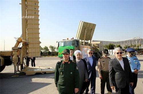 Các hình ảnh tại triển lãm cho thấy, dường như có hai loại bệ phóng của Bavar 373 gồm loại 2 ống phóng và 4 ống phóng, có lẽ chúng trang bị tên lửa khác nhau. Thực tế, S-300 cũng có nhiều loại tên lửa gồm tầm trung (80-100km) tới tầm xa (150-200km). Khả năng Iran cũng sẽ bắt trước điều này. Ảnh: Sina
