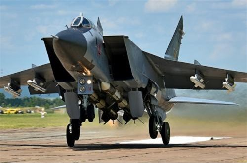"""Có rất nhiều thứ có thể kể khi nói về MiG-31, tuy nhiên, có 3 điểm mạnh nhất trên MiG-31 luôn được nhớ đến, những thứ tạo nên danh hiệu """"tiêm kích đánh chặn số 1 thế giới"""". Ảnh: Russian Planes"""