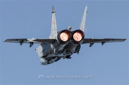 Dẫu vậy, nếu chỉ bay ở tốc độ kinh tế 2.500km/h tương đương với Mach 2,35 thì đã không có máy bay chiến đấu nào ngang ngửa MiG-31 rồi.  Ảnh: Planes Spotter