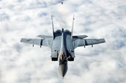 Thực tế, ngay cả các dòng máy bay tiêm kích tàng hình Su-57 hay tiêm kích thế hệ 4 Su-35S danh tiếng hiện nay cũng chẳng thể nào có được khả năng bay lượn như MiG-31. Thế nên, chẳng thế nói là quá khen nếu coi MiG-31 là tiêm kích nhanh nhất thế giới. Ảnh: Airliners.net
