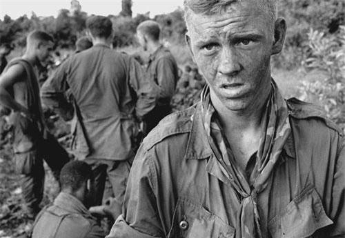 Theo nội dung bài viết của Blake Stilwell - cây viết của tờ Businessinside, một điều ít người Mỹ nào dám biết hoặc dám thừa nhận đó là Mỹ đã can thiệp quân sự vào Việt Nam từ trước khi Pháp kịp rút chân ra khỏi đây. Cụ thể là từ giai đoạn những năm đầu thập niên 50 của thế kỷ trước. Nguồn ảnh: Pintertest.