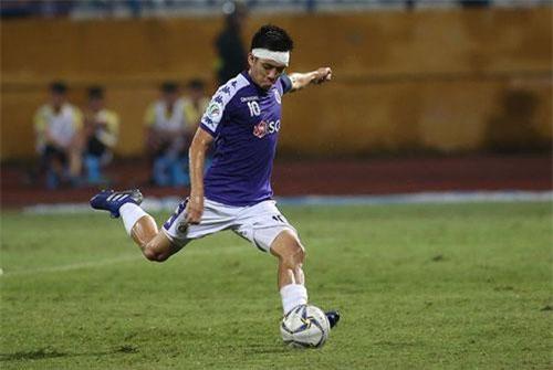 Vào sân ở phút 55, Văn Quyết đã tạo ra sự khác biệt nơi hàng công cho CLB Hà Nội trong trận bán kết lượt đi gặp CLB Altyn Asyr của Turkmenistan