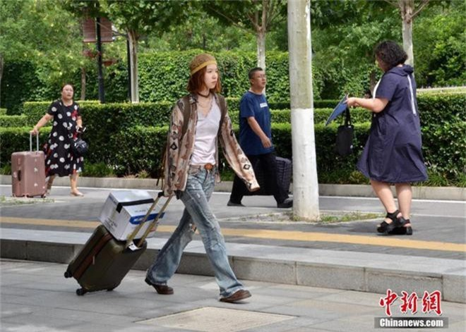 Hoa mắt trước dàn tân sinh viên năm khí chất bức người dạo bước tại ngày nhập học HV Hý kịch Trung ương - Ảnh 5.