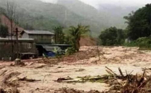 Trên địa bàn huyện Mường Lát lại xuất hiện mưa lớn và lũ.