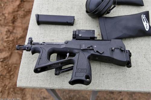 PP-200 dùng hộp tiếp đạn 20-44 viên cỡ 9x19mm Parabellum hoặc đạn xuyên giáp 9x19mm 7N21, tầm bắn 100-200m tùy loại đạn, tốc độ bắn lý thuyết 600-800 phát/phút. Ảnh: Vitaly-Kuzmin