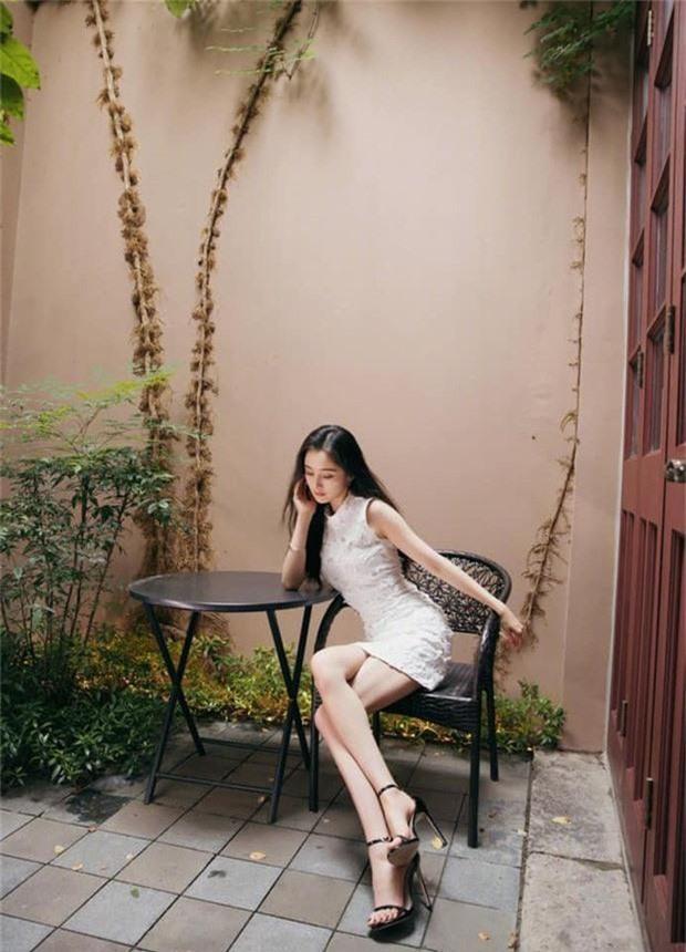Chăm diện đồ ngắn, đôi lúc hớ hênh, Dương Mịch hack tuổi như thiếu nữ đôi mươi, bảo sao là quý cô độc thân hot nhất Cbiz - Ảnh 5.