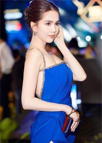 Ngo ngang vong mot luc cang day luc teo top cua Ngoc Trinh-Hinh-14