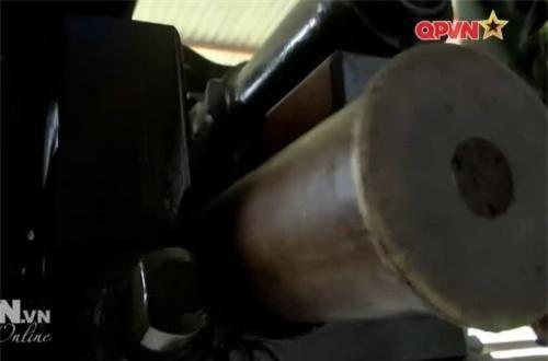 …đạn nổ mạnh chống tăng có cánh ổn định HEAT-FS BK-2M xuyên giáp dày tới 300mm. Ngoài ra, nó có thể bắn đạn nổ phá O-365K nặng 9,5kg (chứa 714gr TNT) đi xa 15km. Ảnh: QPVN