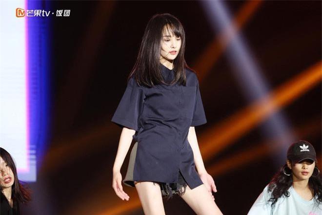 Hình ảnh Trịnh Sảng luyện tập đang được các fan chia sẻ rầm rộ