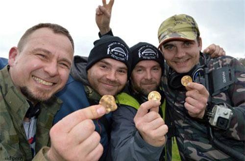Andrew Winter (38 tuổi), Tobiasz Nowak (30 tuổi), Mateusz (33 tuổi) và Dariusz Fijalkowski (44 tuổi). Ảnh: The Sun