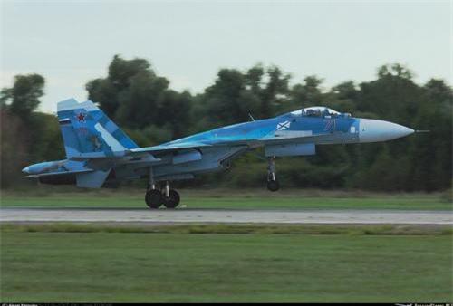 Su-33 sẽ có sức sống mới khi được nâng cấp lên đúng chuẩn Su-30SM. Ảnh: Alexei Kapulev.