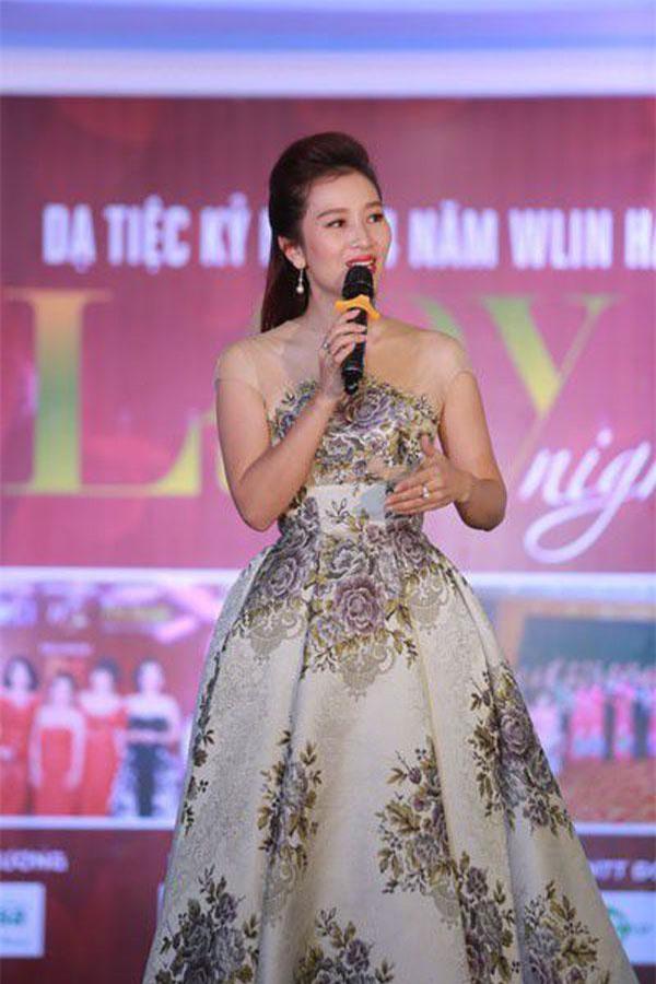 Thành công với hình mẫu người phụ nữ hiện đại, tài năng, bản lĩnh nhưng trong sâu thẳm tâm hồn Hoa khôi Thu Hương luôn toát lên vẻ đẹp thuần Việt, cô vẫn thuộc tuýp người phụ nữ truyền thống của gia đình. Ảnh: dantri.com.vn