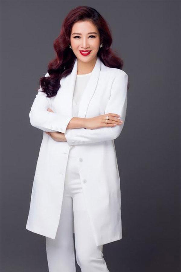 """Là người Việt Nam đầu tiên sáng lập Mạng lưới Nữ lãnh đạo quốc tế, mục tiêu của Á hậu Quý bà Nguyễn Thu Hương là tạo ra một """"sân chơi"""" cho các nữ lãnh đạo doanh nghiệp, nữ lãnh đạo tổ chức xã hội với mong muốn hoàn thiện bản thân mình, mong muốn phát triển kinh doanh cũng như hướng tới việc chinh phục đỉnh cao mới. Ảnh: eva.vn"""