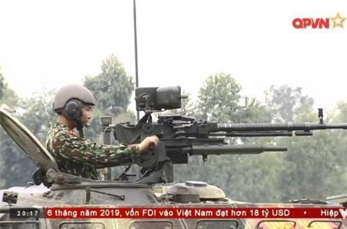 Đại liên phòng không DShK 12,7mm lắp trên nóc tháp pháo. Ảnh: QPVN