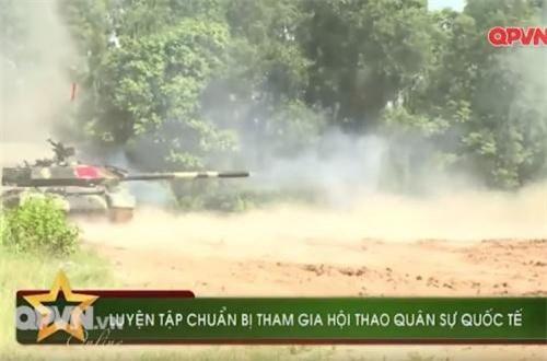 Xe tăng T-54B cải tiến sau nâng cấp có khả năng vừa di chuyển vừa khai hỏa một cách chính xác nhất. Ảnh: QPVN